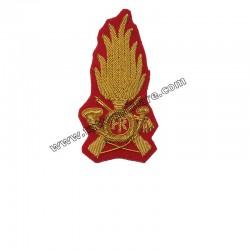 Fregio Ricamato Comandante Guardia di Finanza per Berretto Rigido su Panno Rosso