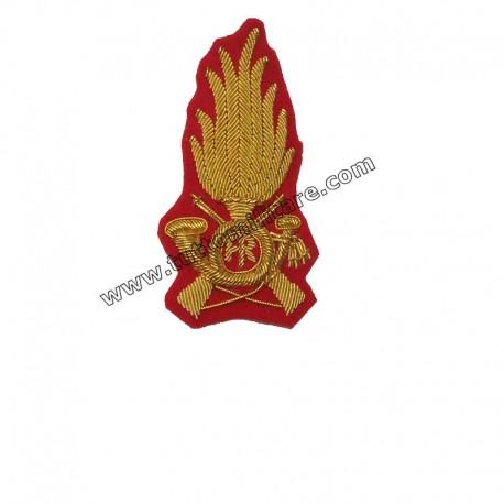 Fregio Ricamato Comandante Guardia di Finanza per Berretto Rigido su Panno  Rosso 85cca6c2d044